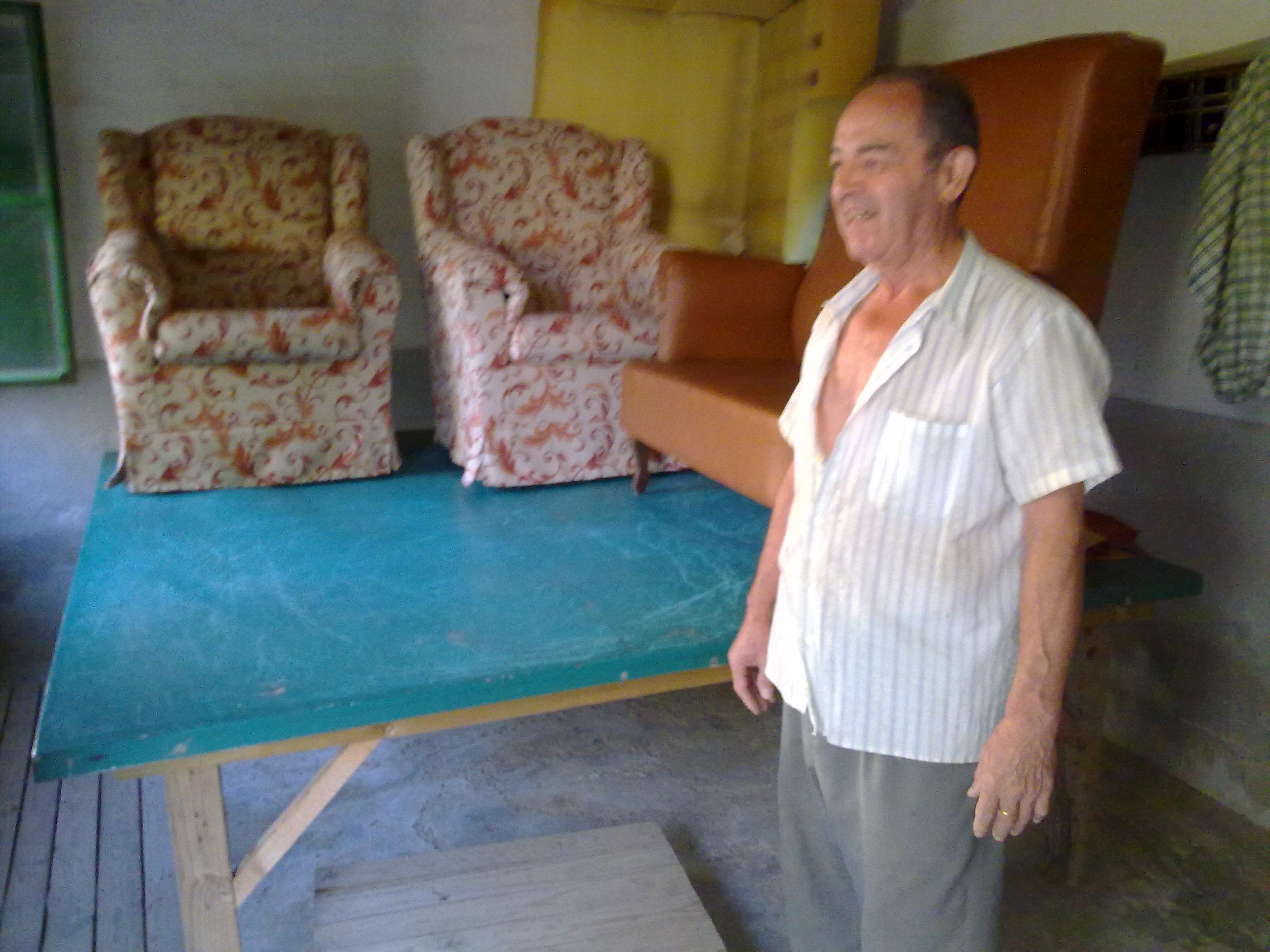 Benito Dominguez Palacios de taxista a tapicero