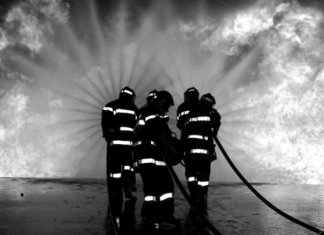 """11-02-1993 DIARIO HOY """"Un incendio destruye totalmente la nave de muebles Cid de Malpartida de Cáceres"""""""